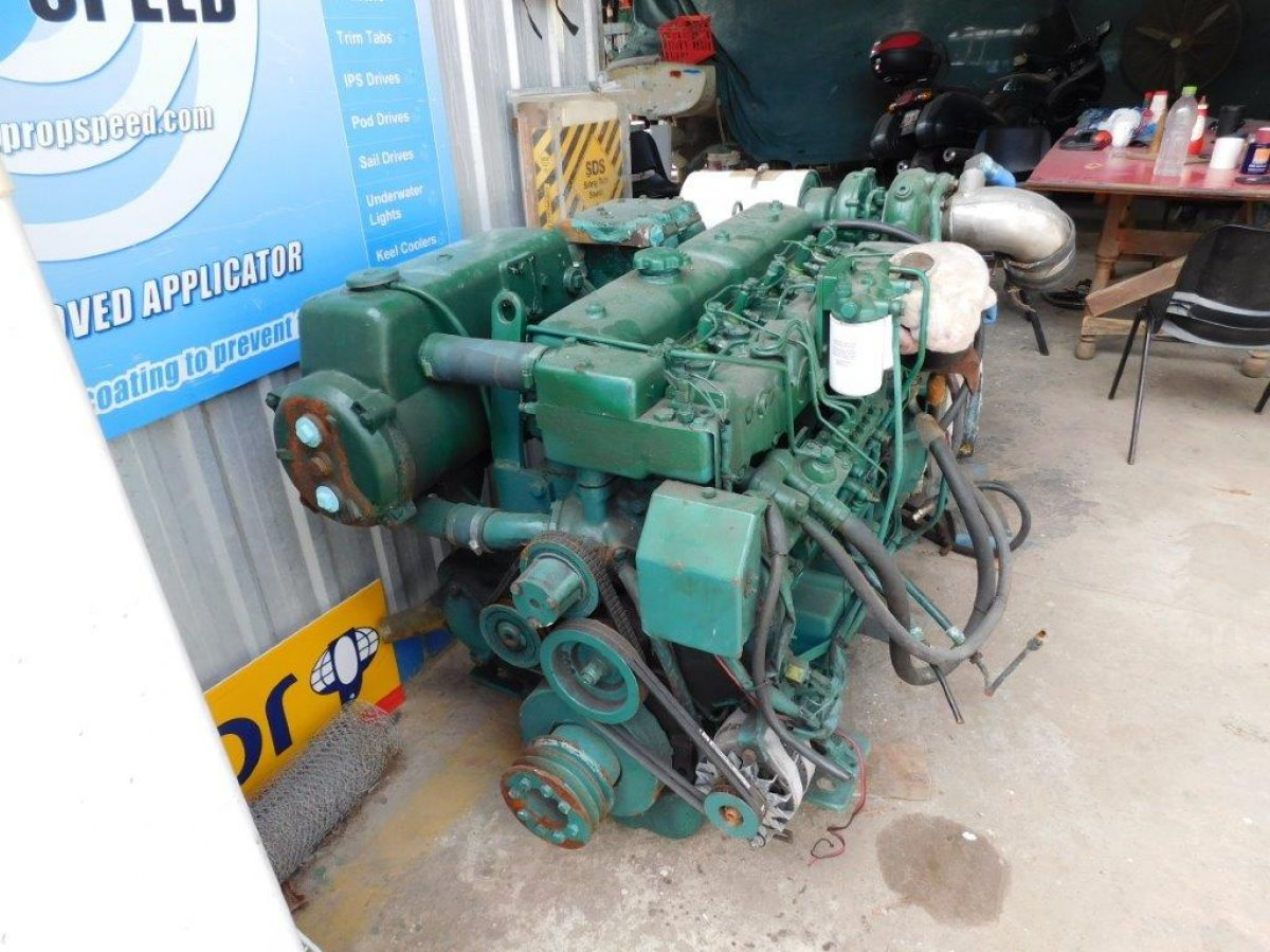VOLVO 300HP Marine engine and gearbox