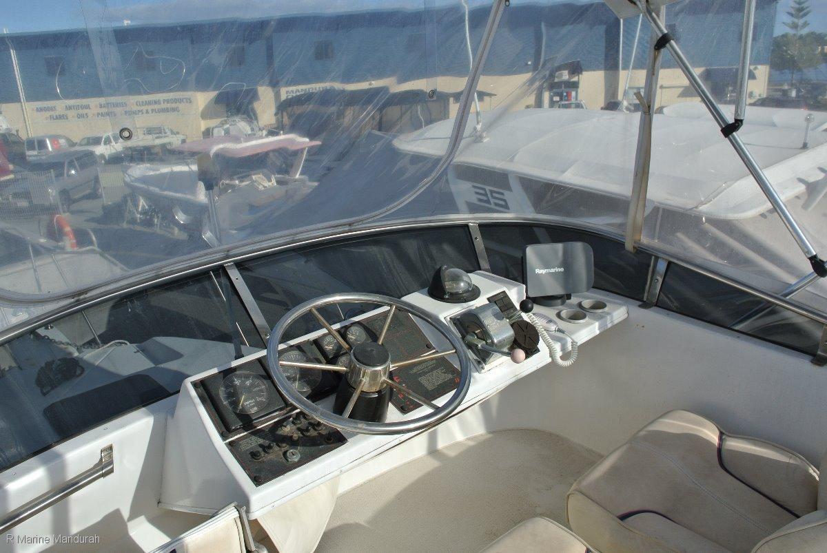 """Bayliner 2655 Ciera Flybridge """" FURTHER MASSIVE REDUCTION ***$34900***"""