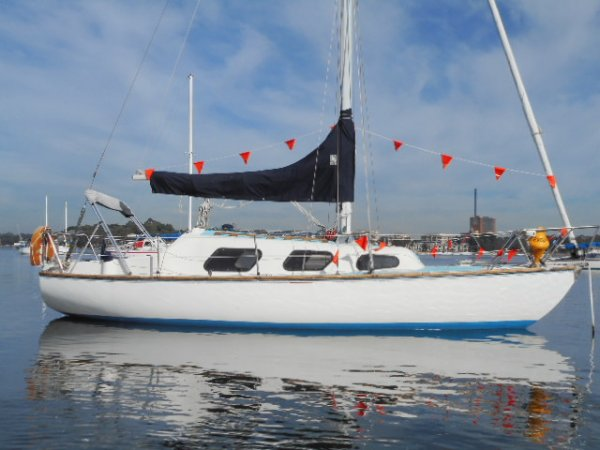 Top Hat 25 wow very tidy diesel lots new chart plotter sails