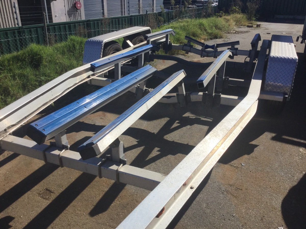 7.5m tandem axle boat trailer with skid set up
