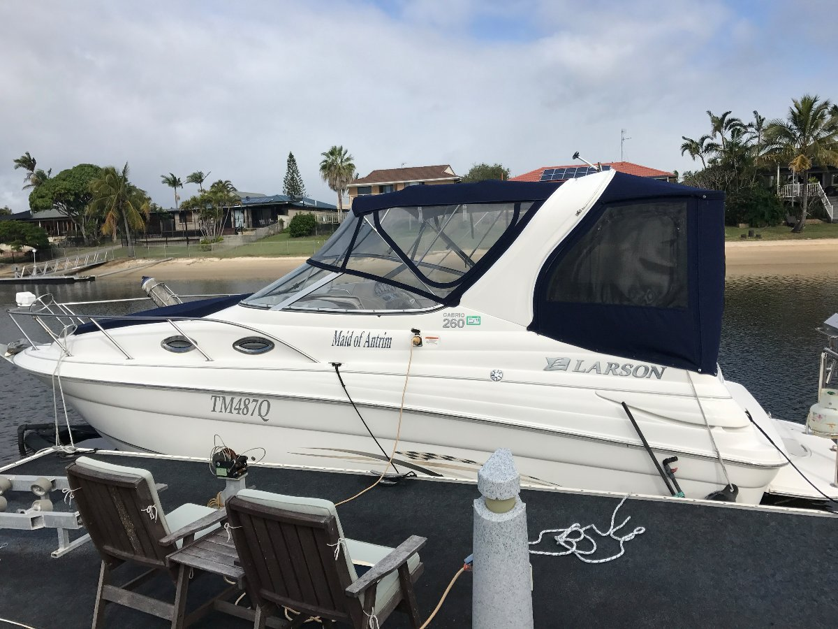 Larson Cabrio 260 from the first owner, only 89 hours!!!
