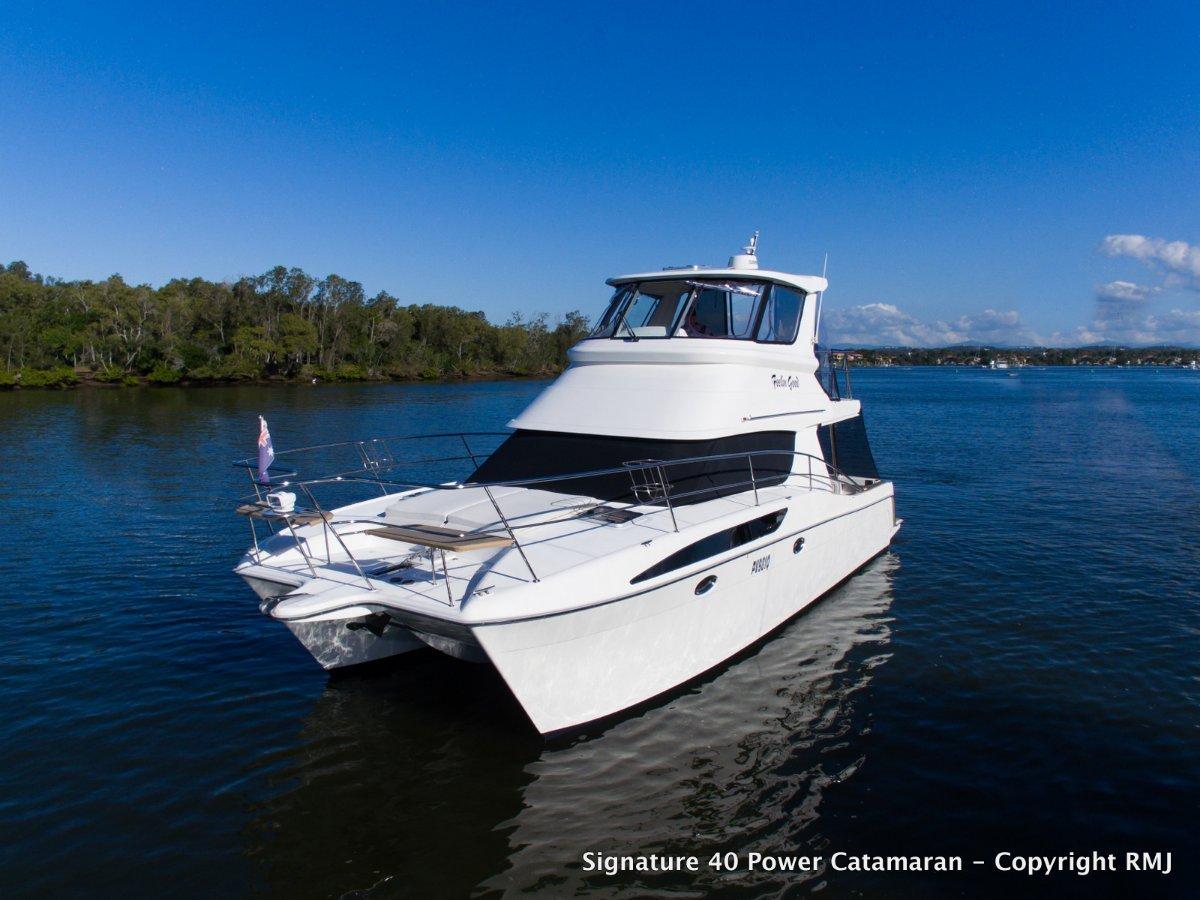 Signature 4000 Flybridge Power Catamaran