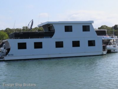 Custom Houseboat 55'