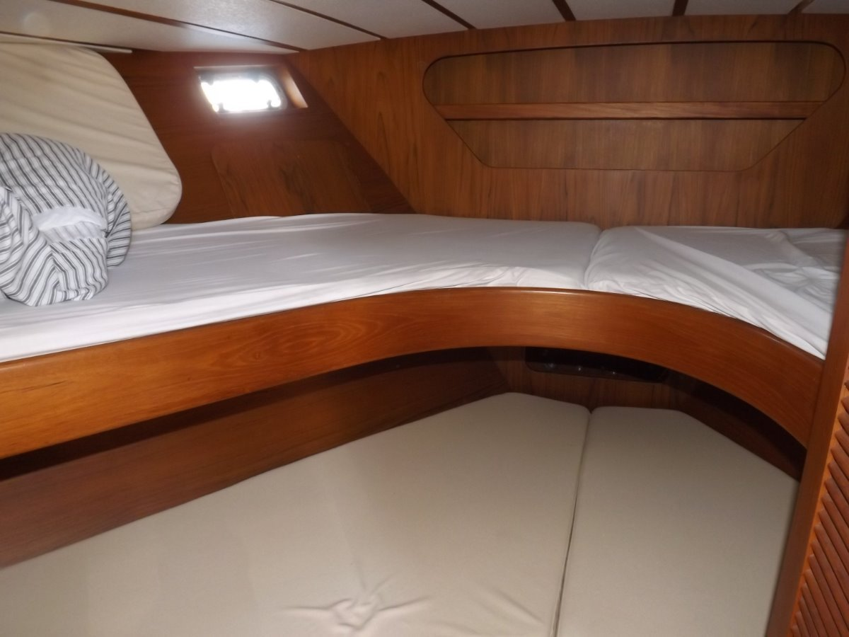 Roberts 42 Flybridge Cruiser
