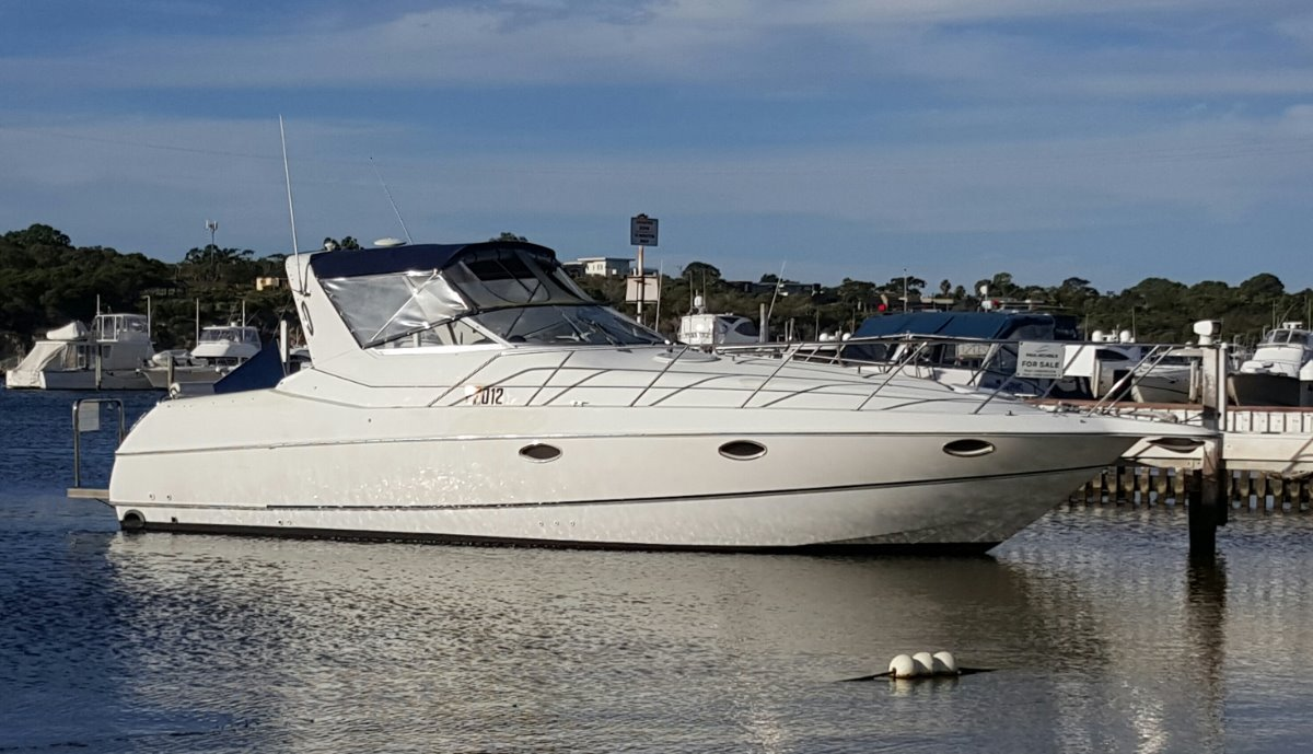 Chris Craft 3400 Sports Cruiser TWIN DIESELS ON SHAFTS AND JUST ANTIFOULED.