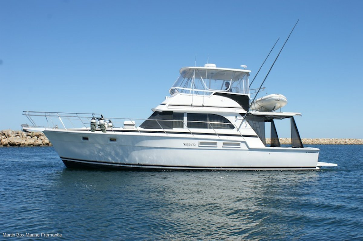 Caribbean 45 Flybridge Cruiser