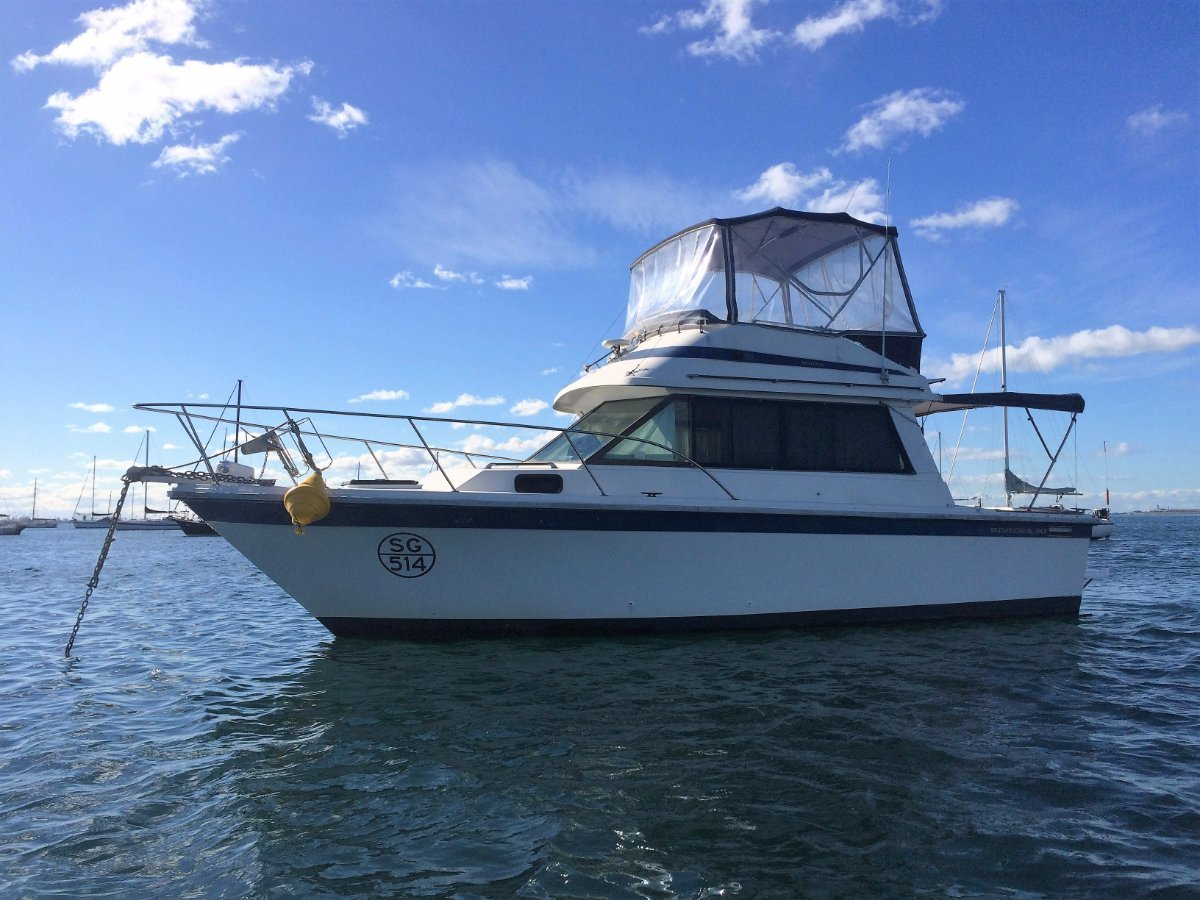 Riviera 30 Flybridge WIth a Fully rebuilt 265hp Volvo Diesel