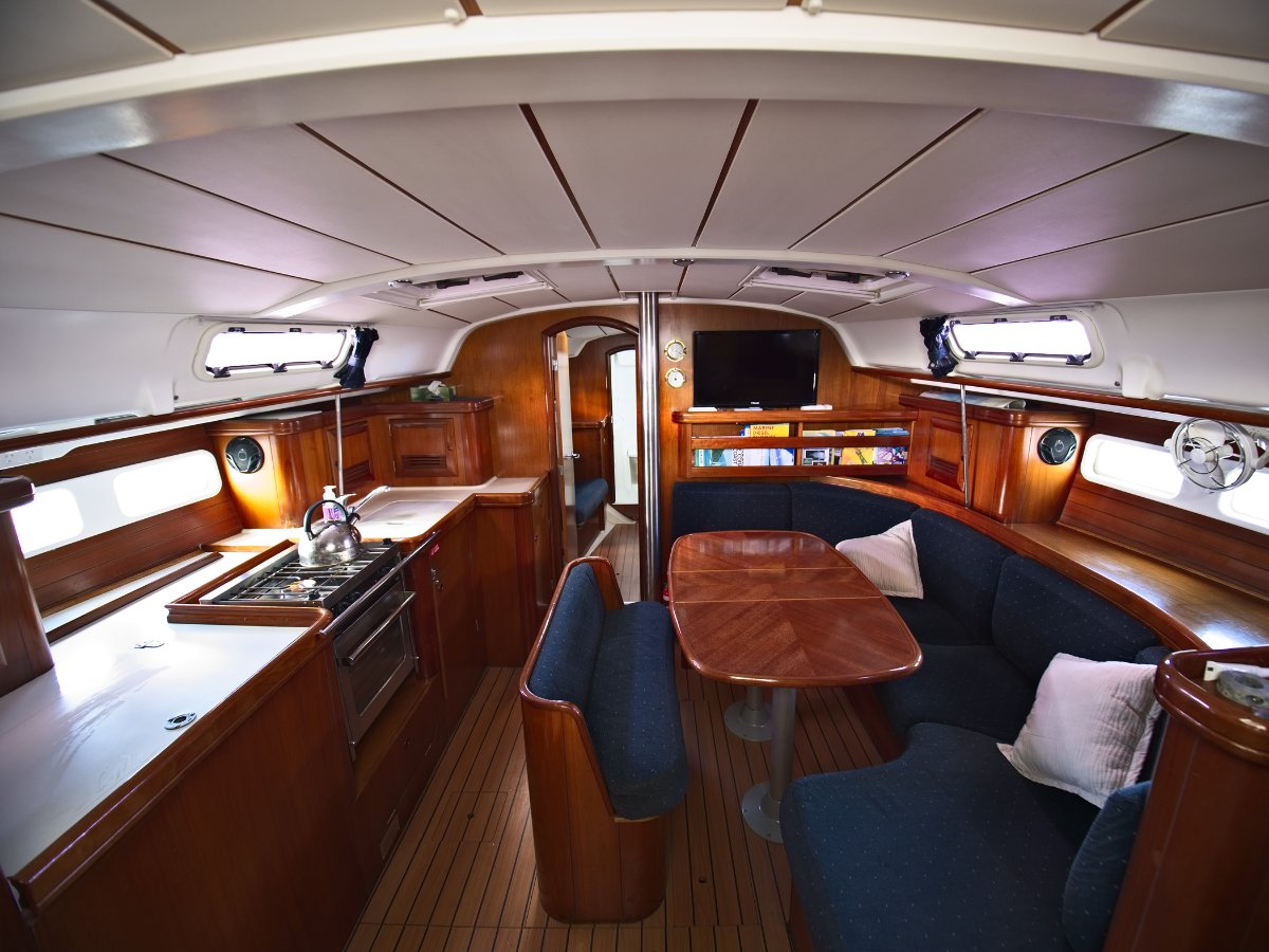 Beneteau Oceanis 411 YEP! SHE'S SOLD TO SOME REALLY GREAT PEOPLE..:Beneteau Oceanis 411 Interior