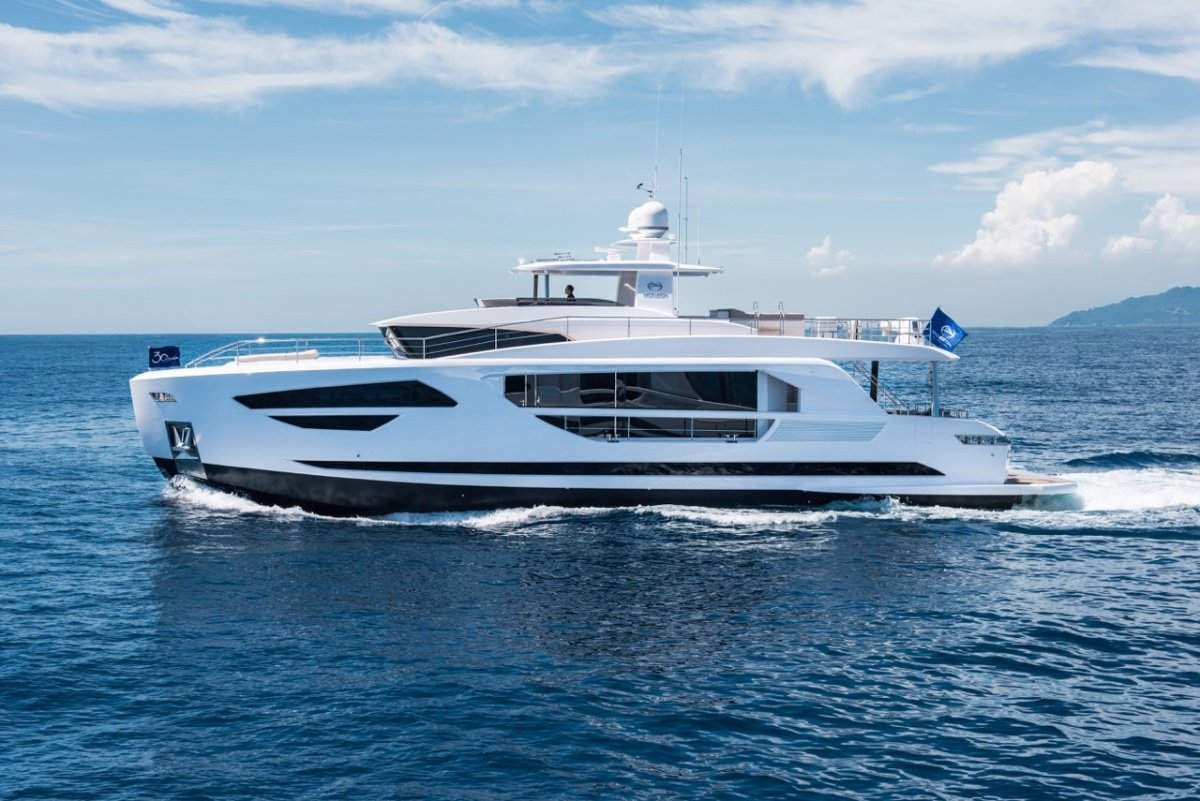 Horizon Yacht FD85 - suit buyers of Azimut, Ferretti, Sunseeker