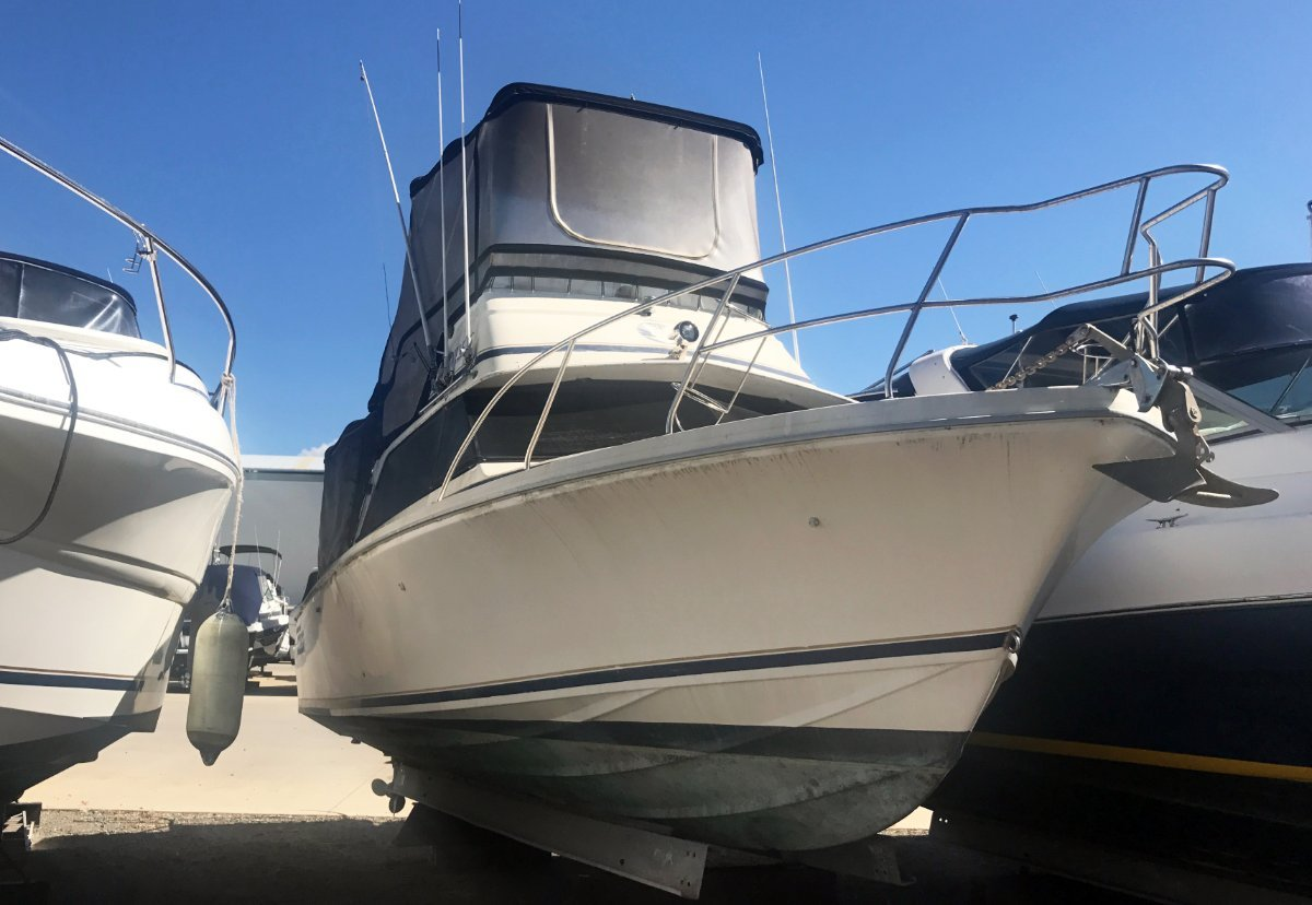 Bertram 25 Flybridge - Fixer Upper Bargain