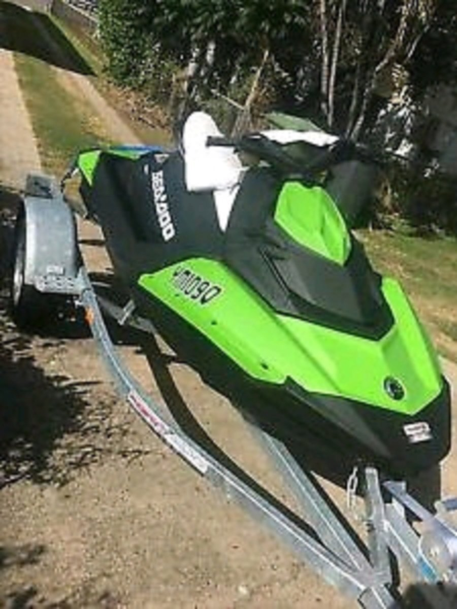 Sea-Doo Spark 2up 2015 90hp with trailer