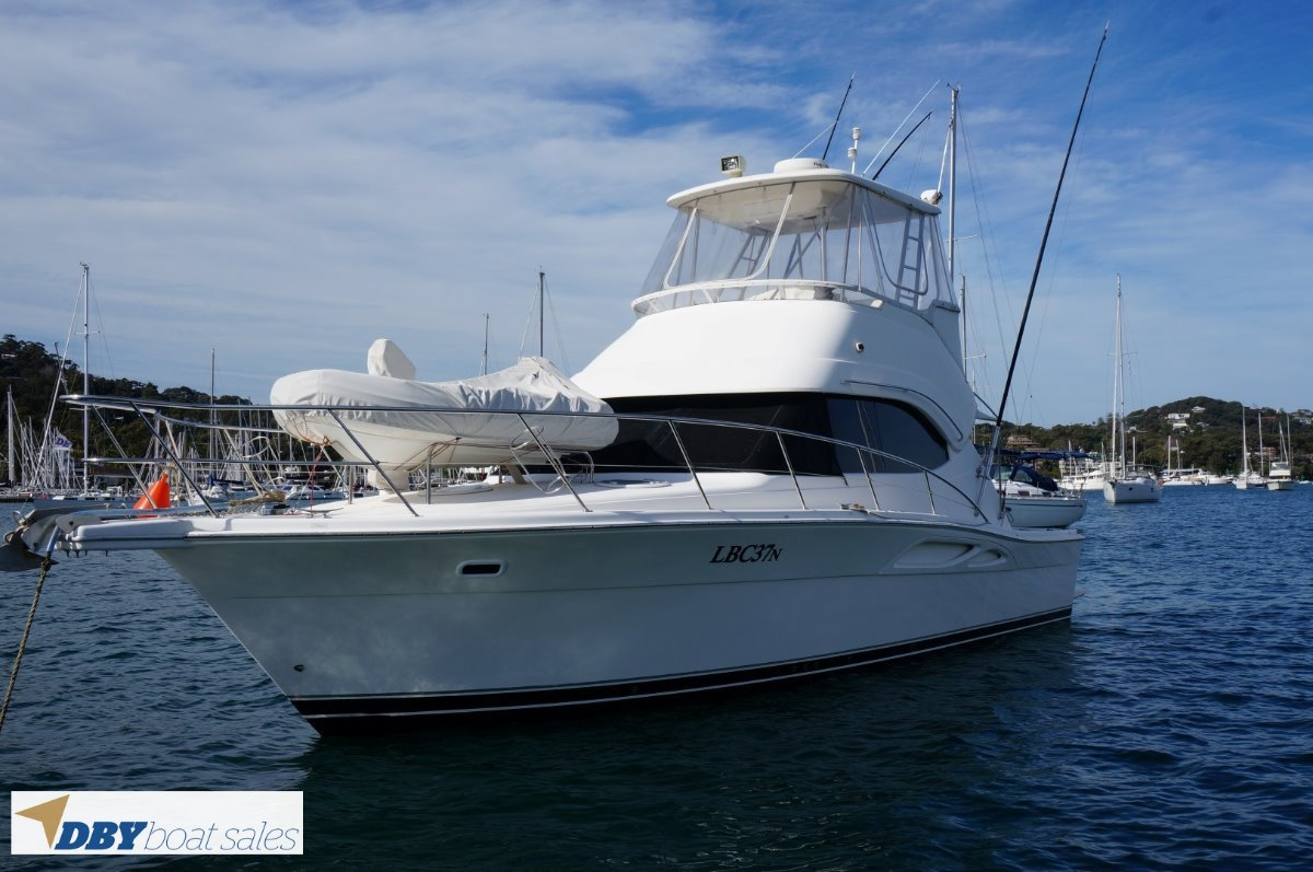 Riviera 37 Flybridge Cruiser