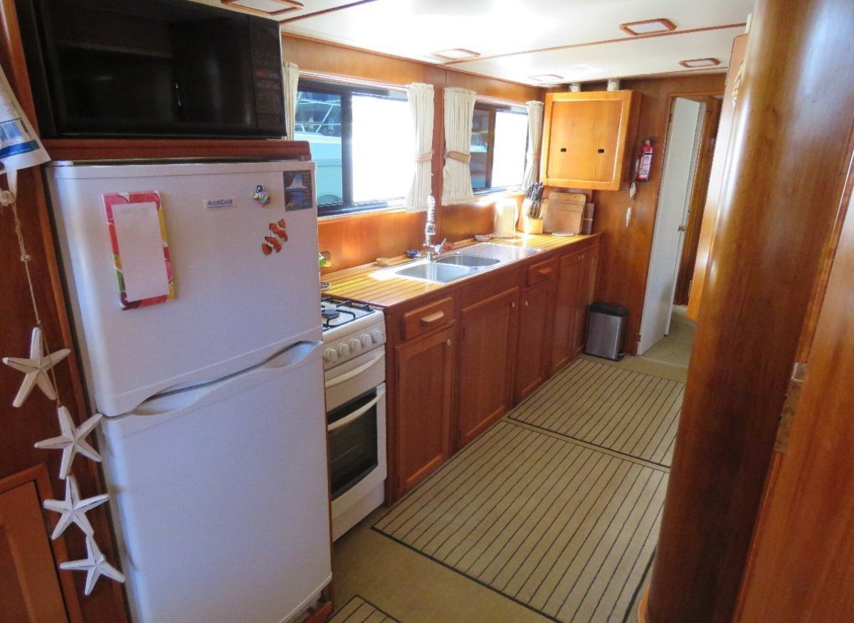 Meridian 48 Home Cruiser