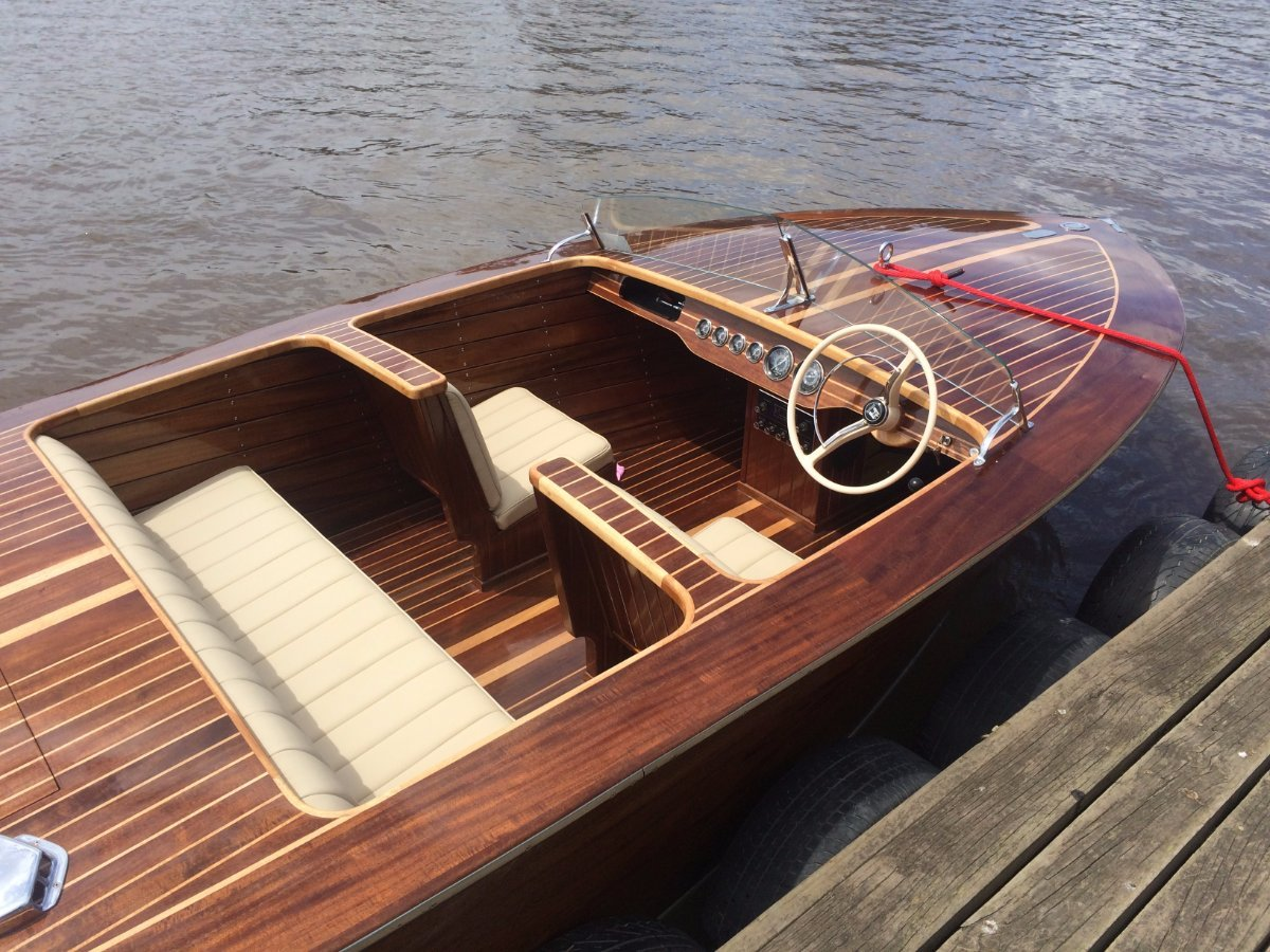 Chris Craft Replica 1939 to 1942 Custom Barrelback 19