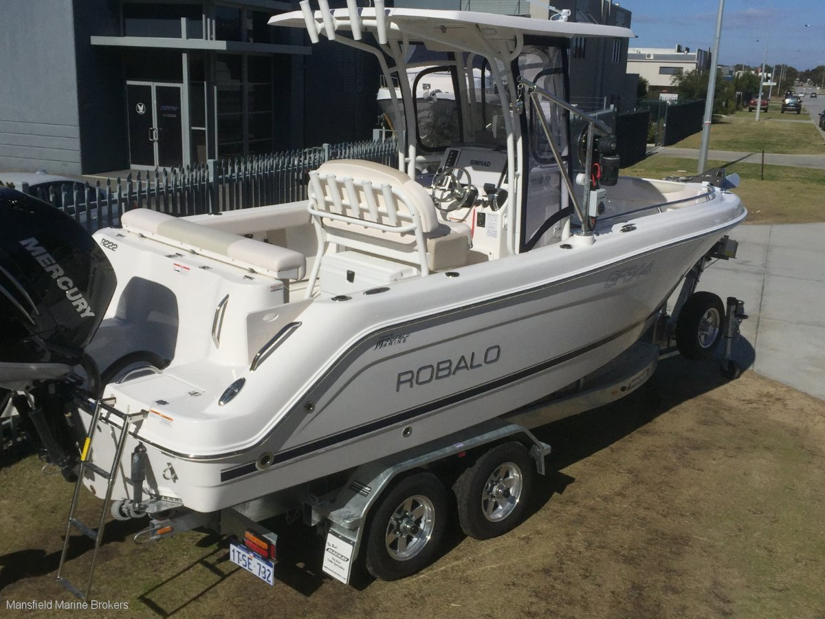New Robalo R222