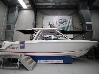 Boston Whaler 320