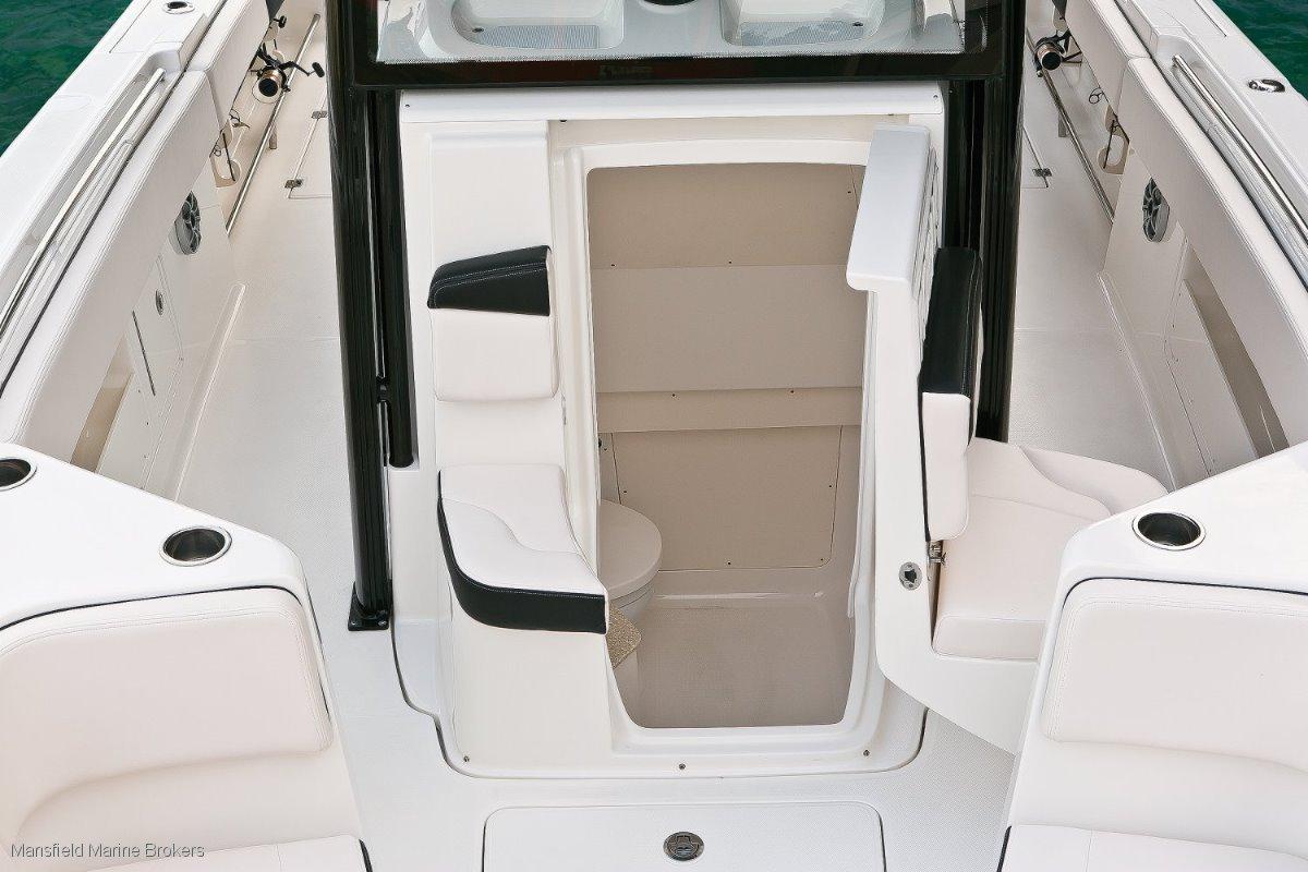 New Robalo 302