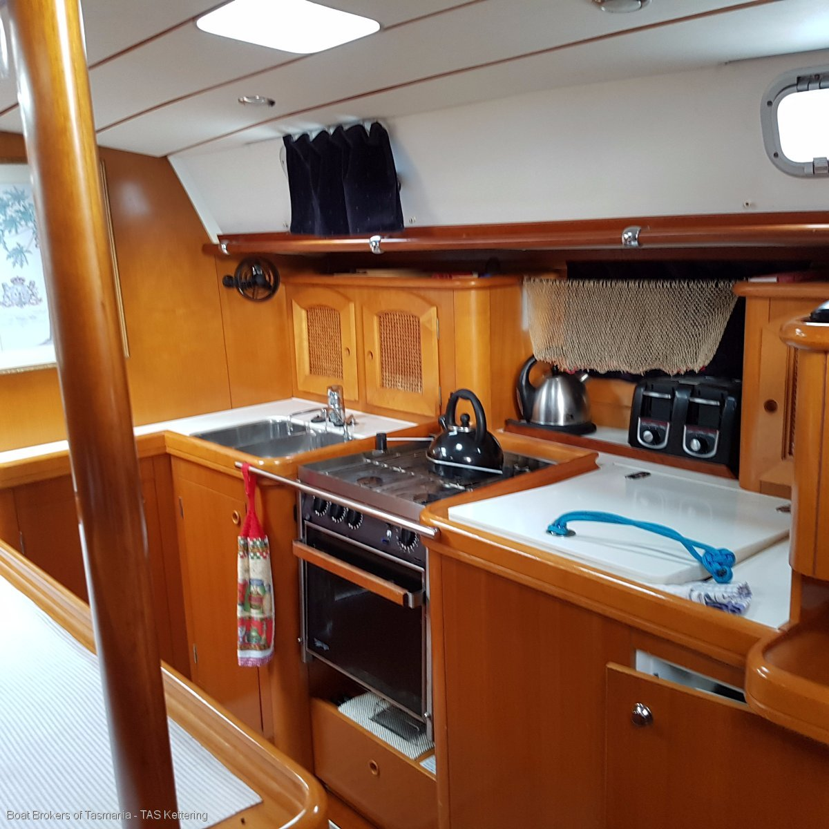 Beneteau 50 ; 3 cabins and 3 heads layout.