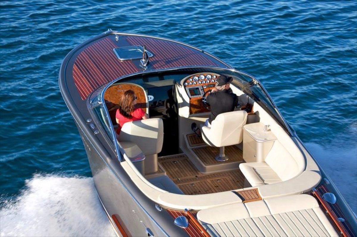 Pegiva Eclipse 33 Pegiva 33 Eclipse:Stunning Italian Style  Motor Yacht
