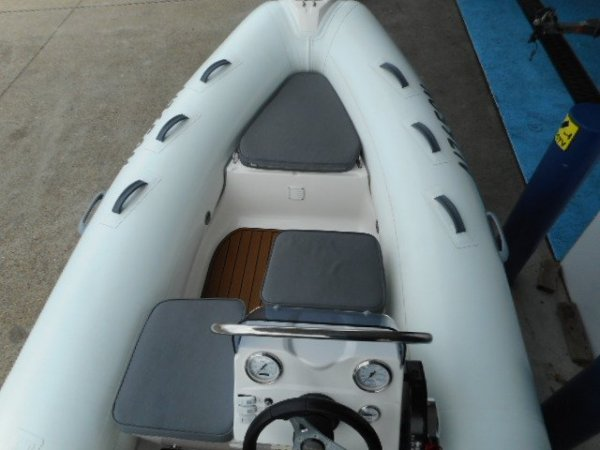 Brig Falcon 420 HT Center Console - Hypalon tubes
