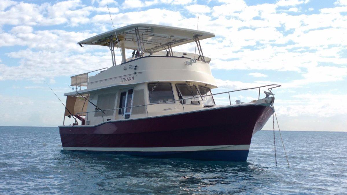 Mainship 400 Trawler Full size hardtop:\'Ithaka\' at anchor