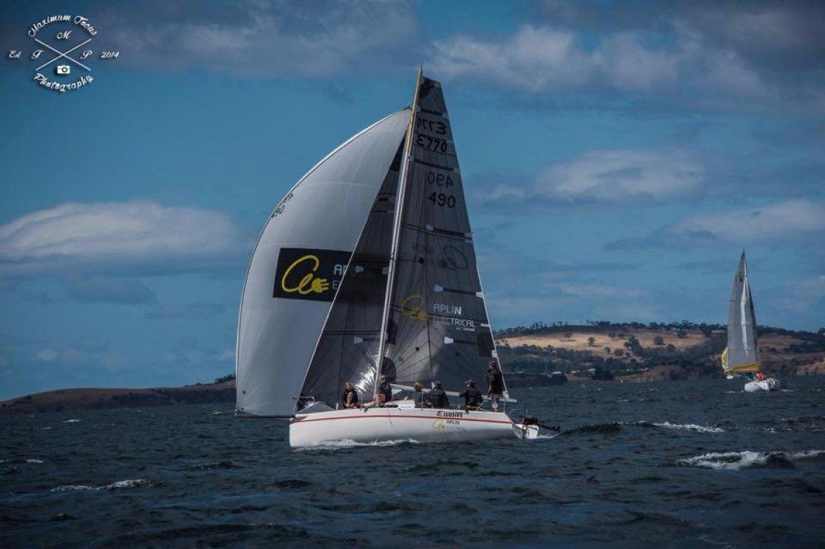 Elliott 770 sports boat