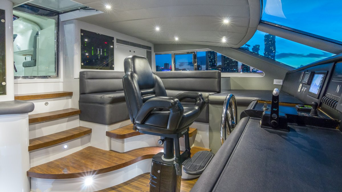 Horizon 110 Motor Yacht