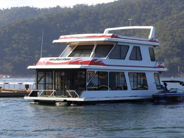 Houseboat Holiday Home on the Water of Lake Eildon:No Big Deal on Lake Eildon
