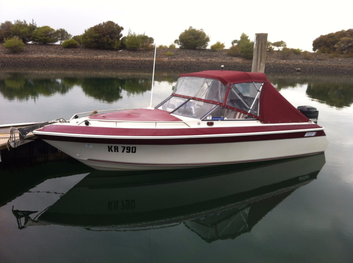 Haines Hunter 540 Bowrider:In Water