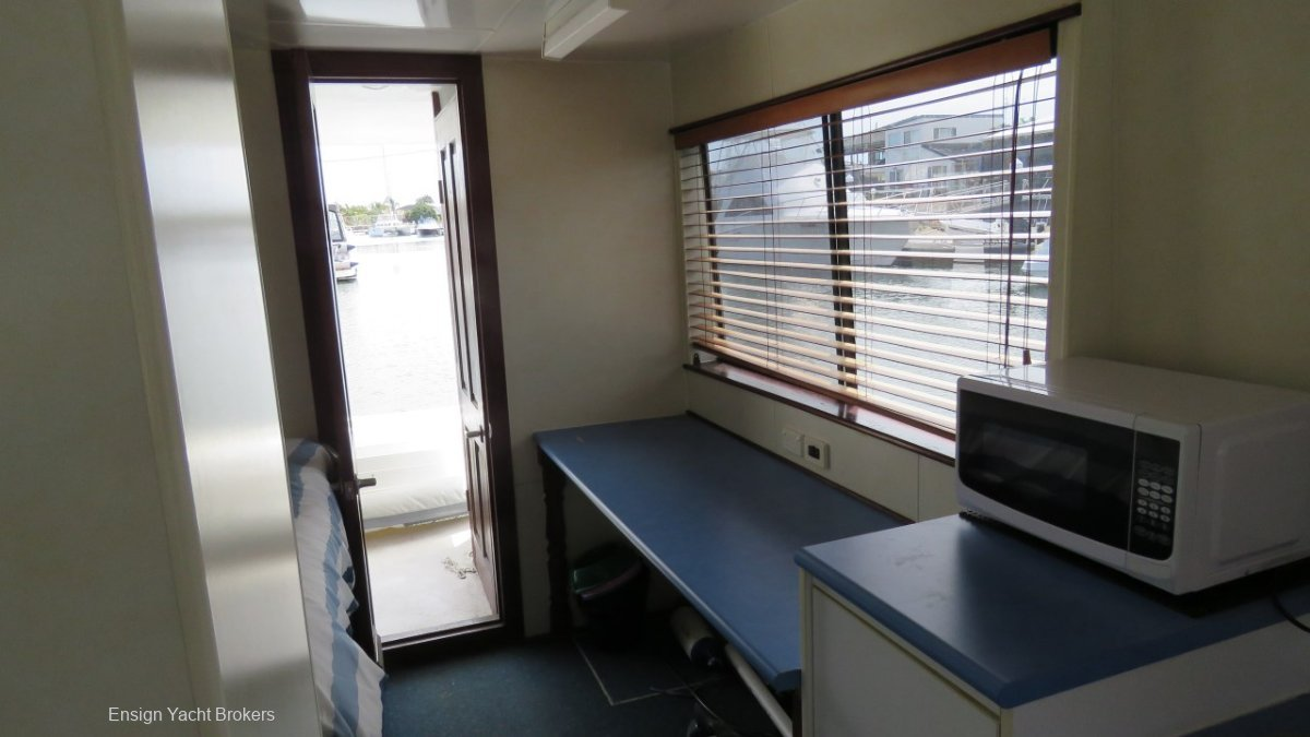 Custom Single Level Houseboat 34'