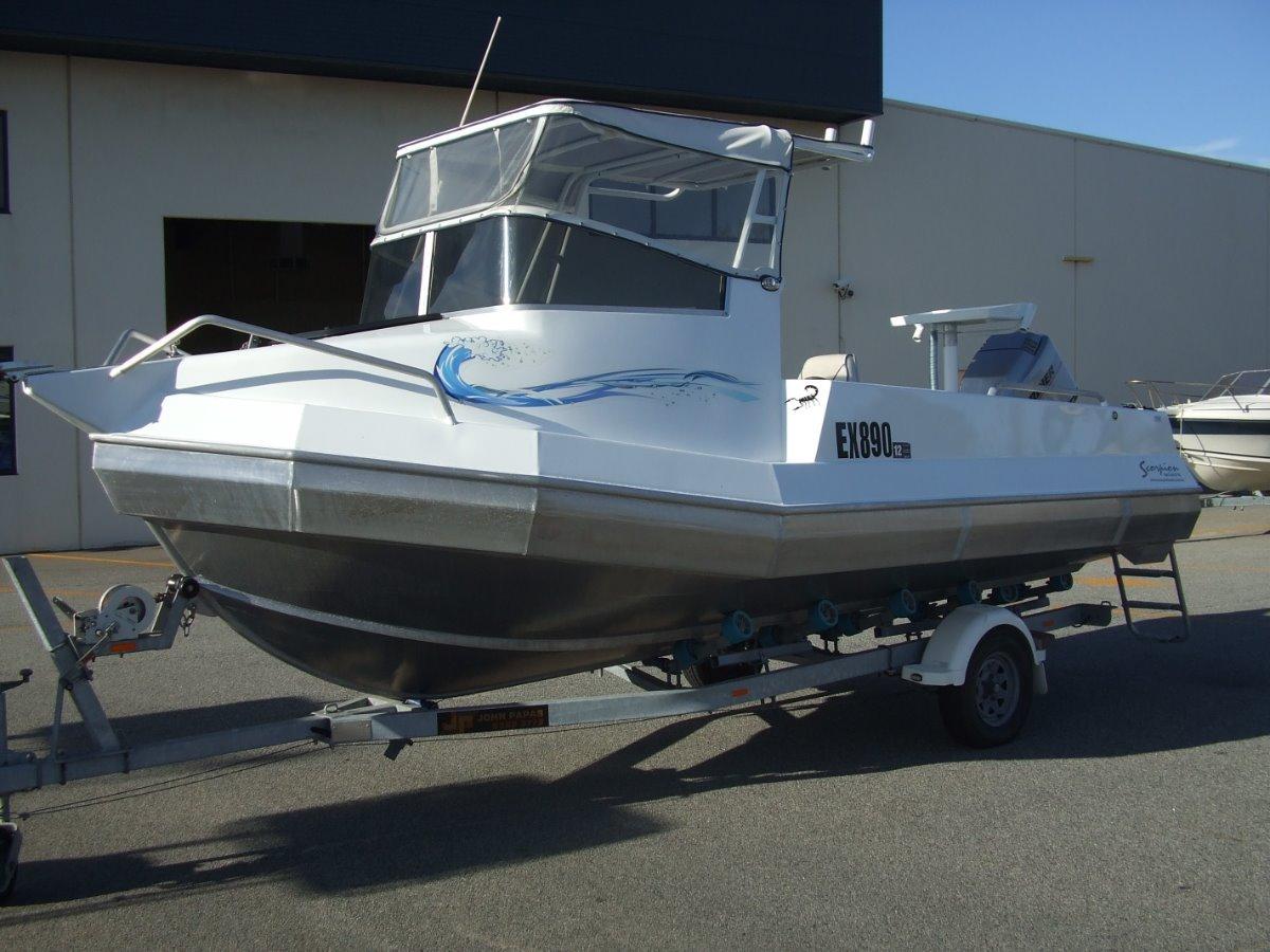 Scorpion 580 Cuddy cabin Pontoon style hull