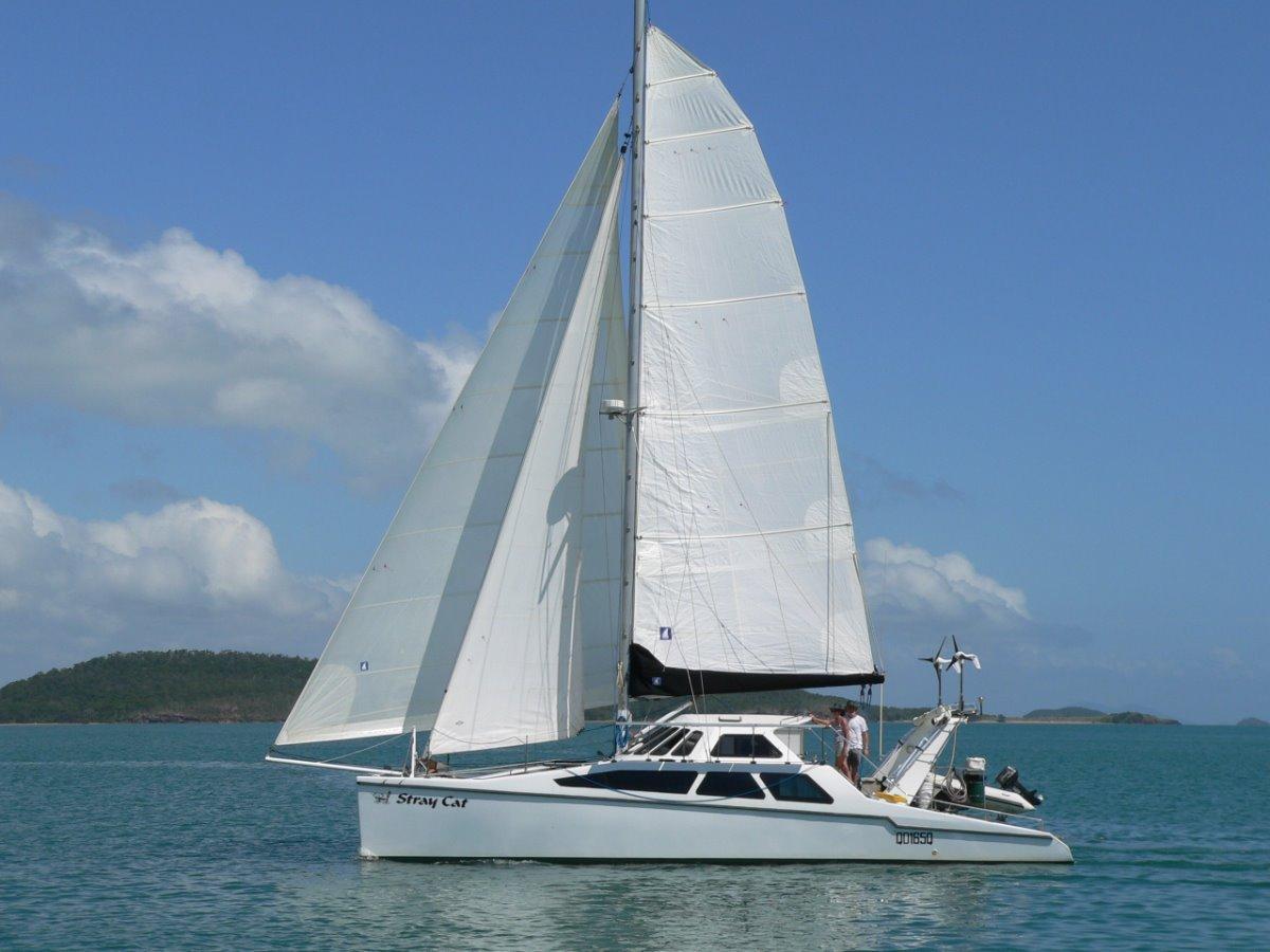 Grainger Catamaran:Under Sail light breeze