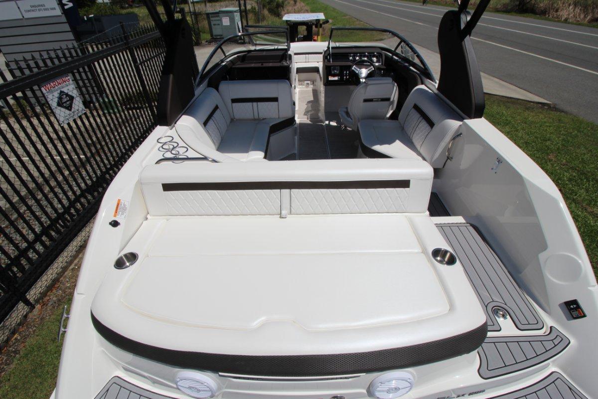 Sea Ray 230 SLX Bowrider
