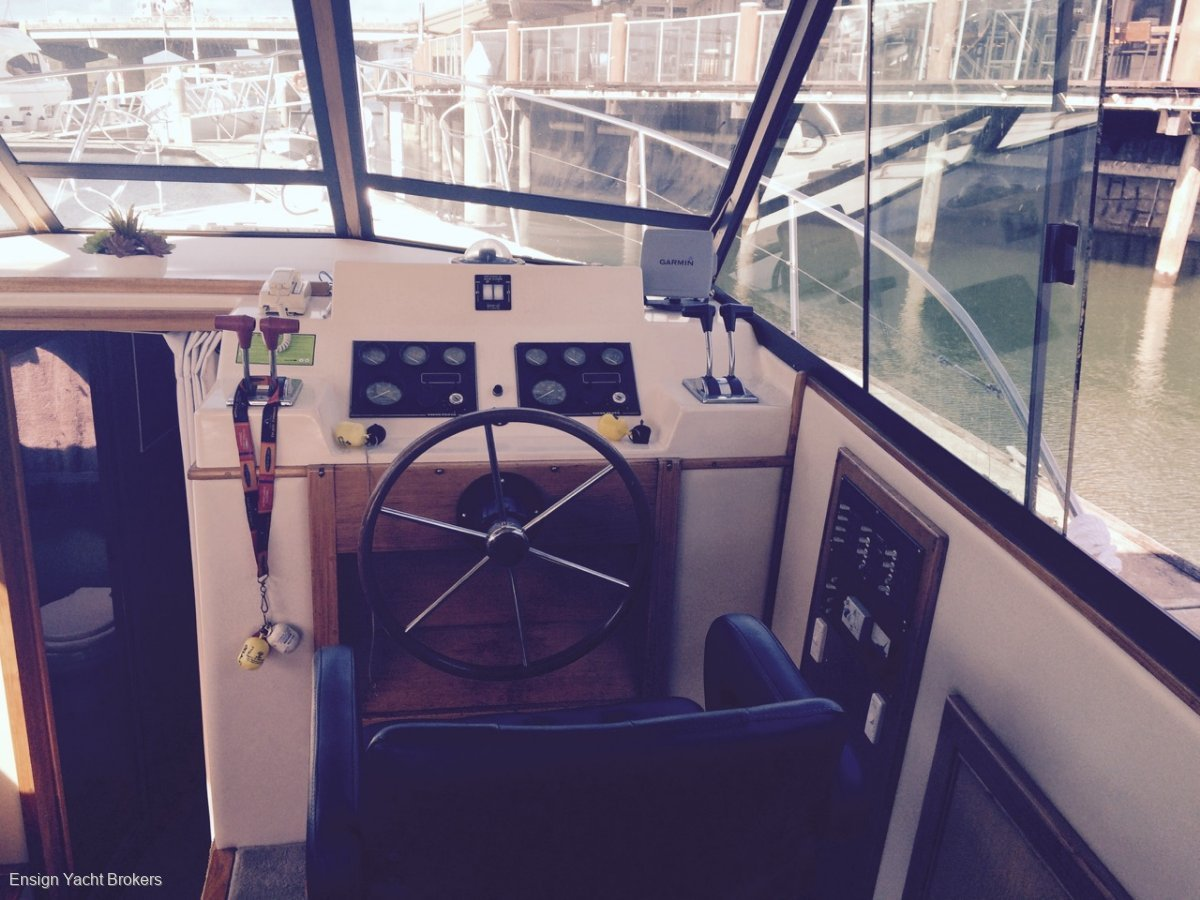 Riviera 32 Flybridge