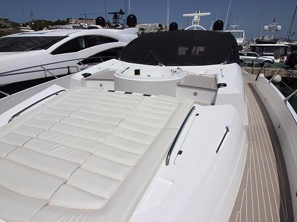Sunseeker Predator 80 Sports Yacht