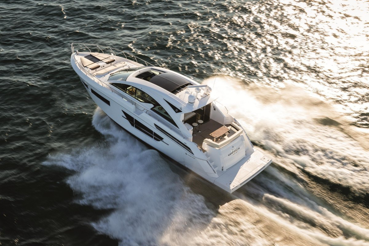 Cruisers Yachts 60 Cantius sports cabriolet