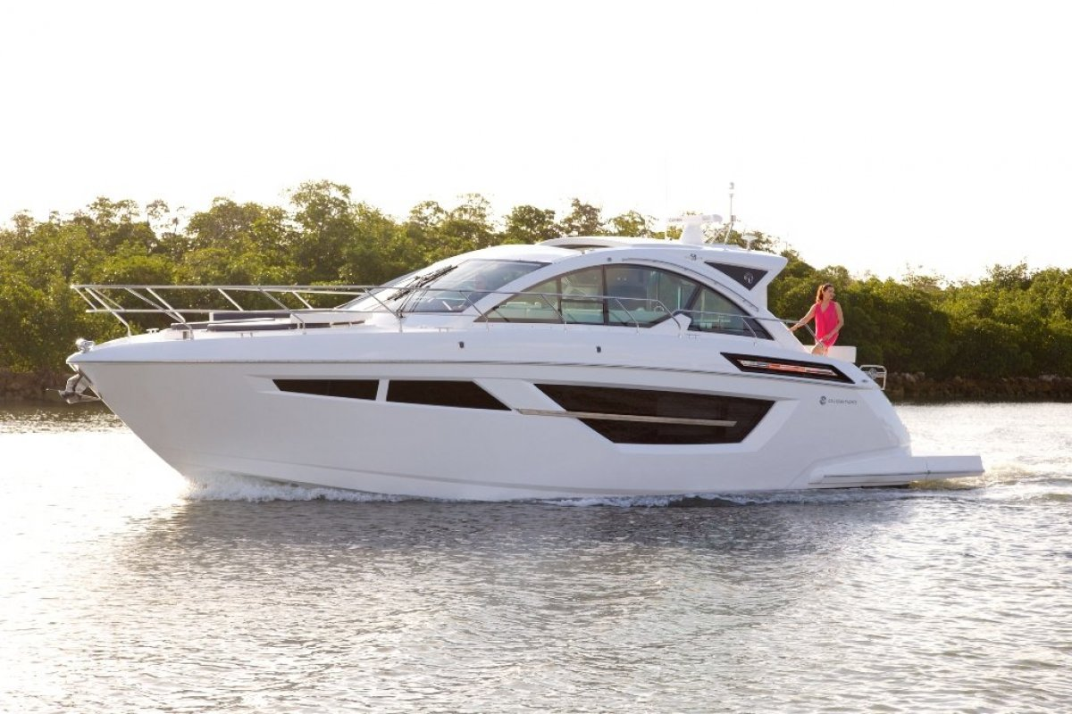 Cruisers Yachts 50 Cantius Cabriolet Sports Yacht