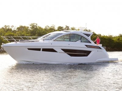 Cruisers Yachts 50