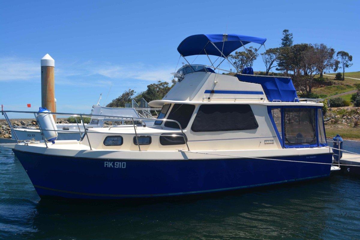 Roberts Sea Islander Flybridge Cruiser