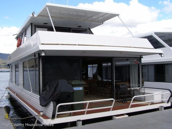 Houseboat Holiday Home on the Water of Lake Eildon:Adnamira on Lake Eildon