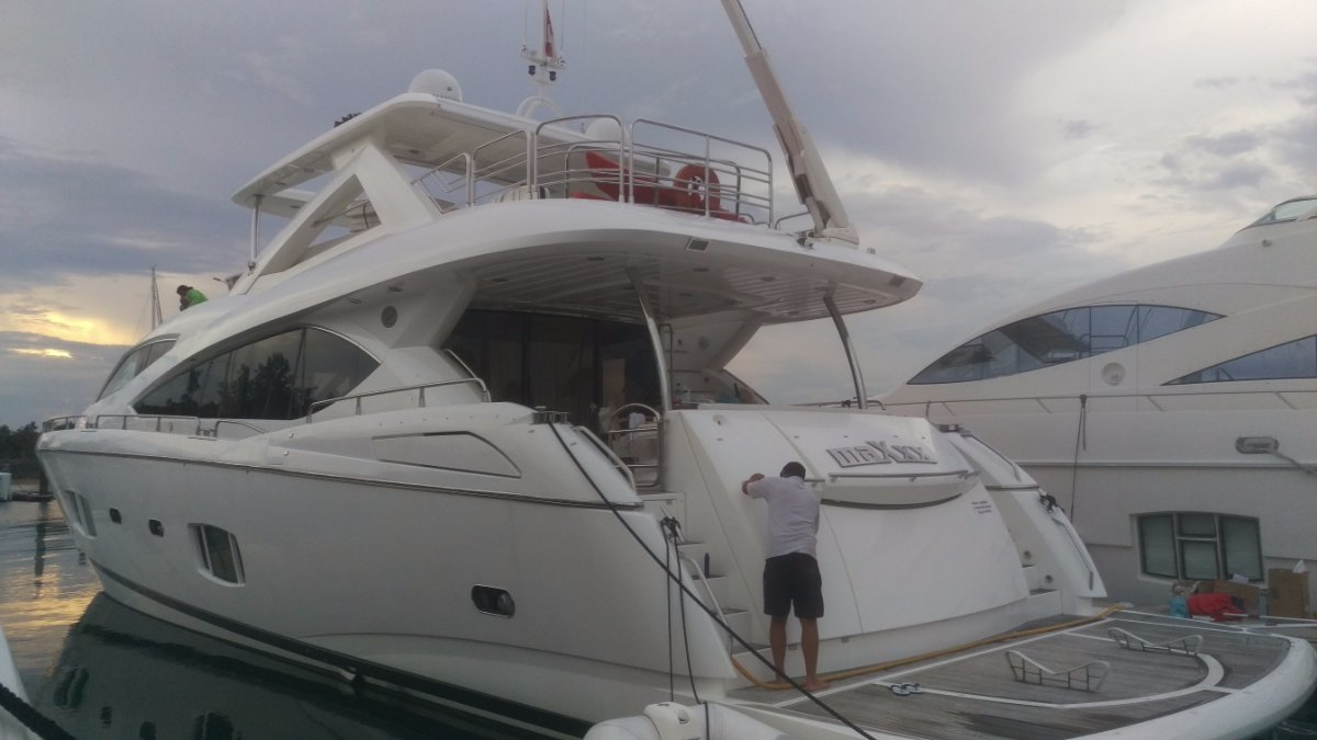 Sunseeker 86 Motor Yacht with Loads of Extras