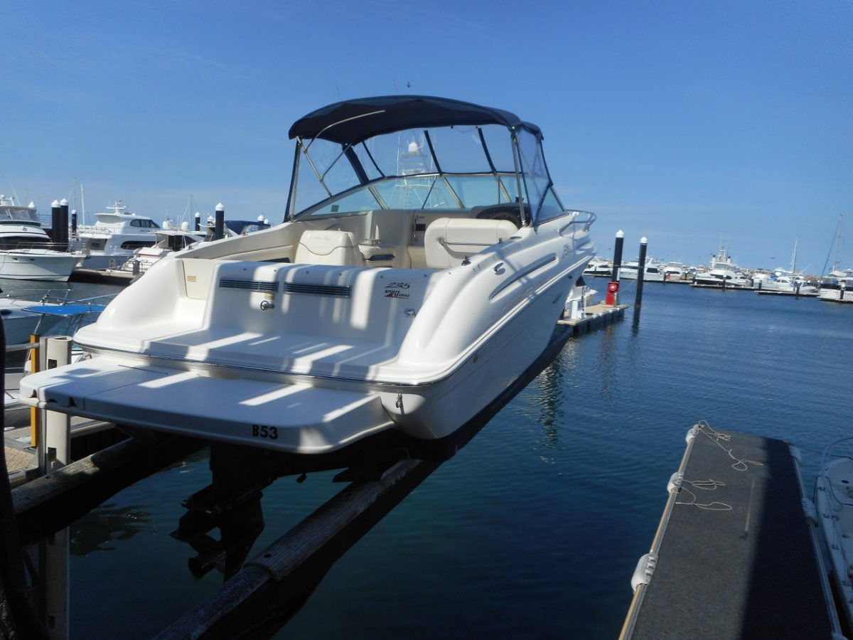 Sea Ray 235 Express Cruiser Rare Find. Mint Condition