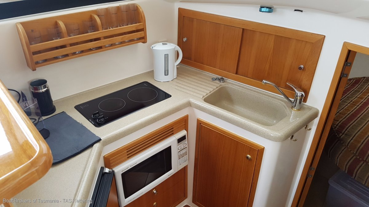 DEFIANT Riviera 36 Platinum single cabin. Cummins diesels, ready for summer. Boat Brokers of Tasmania