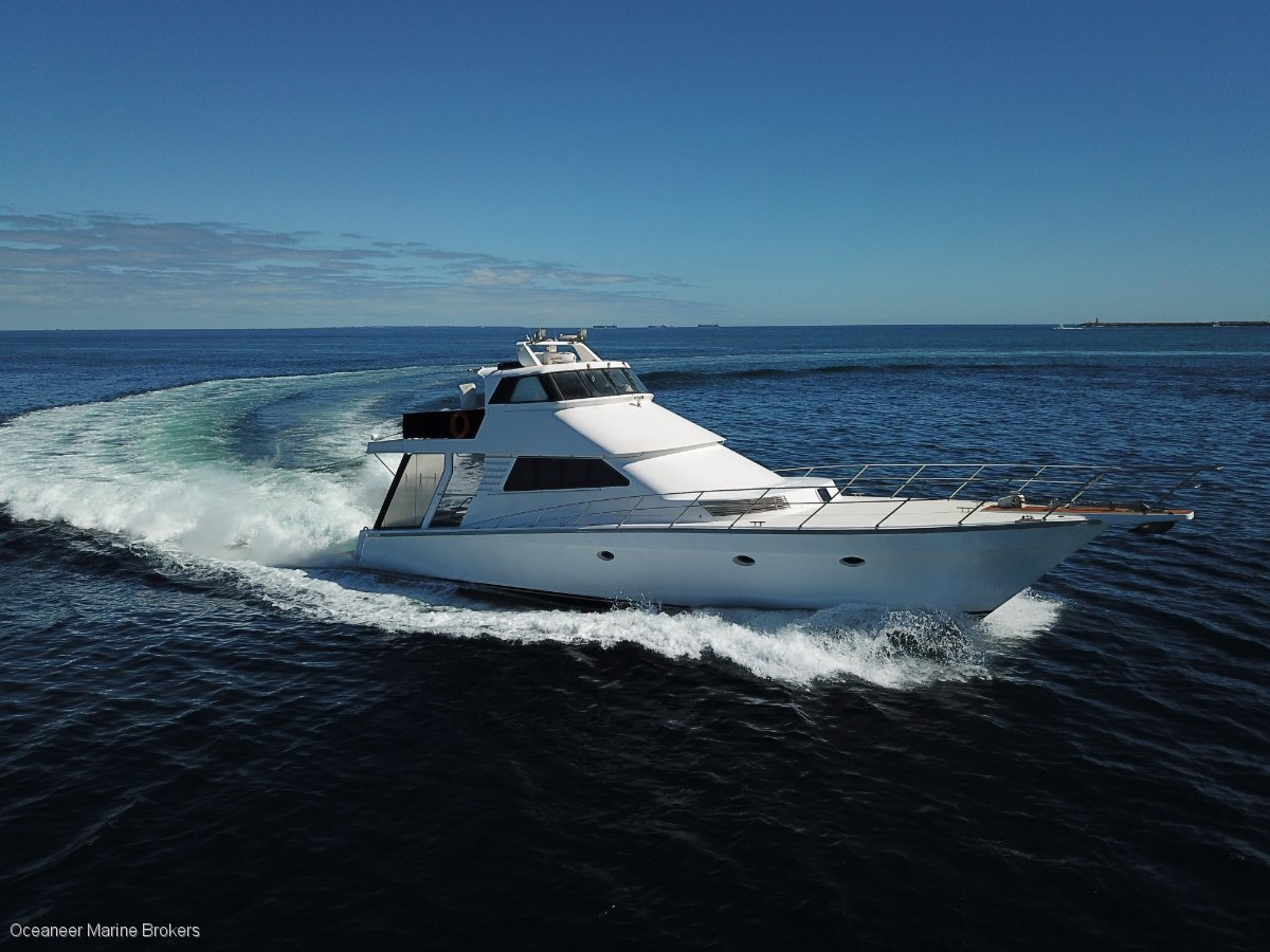 Sea Chrome Marine Charter Vessel PRESENT ALL OFFERS!