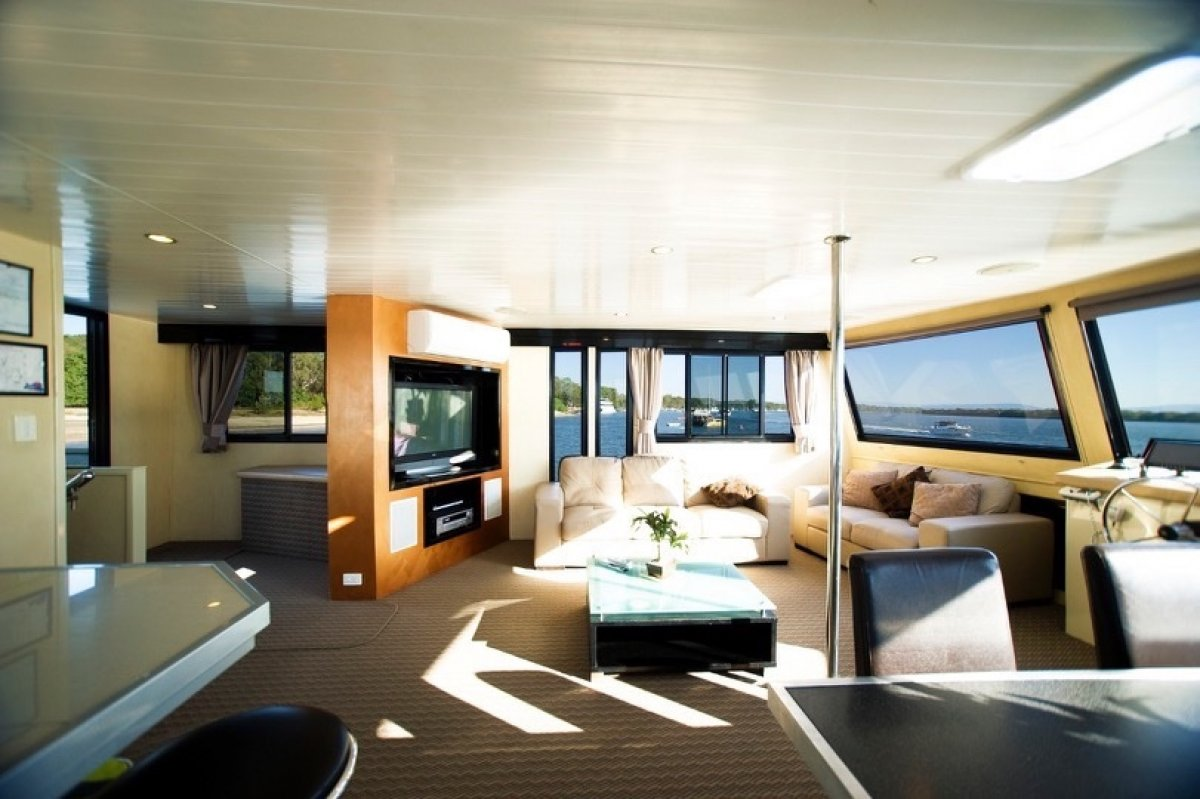 Custom Commercial Houseboat/Good Returns