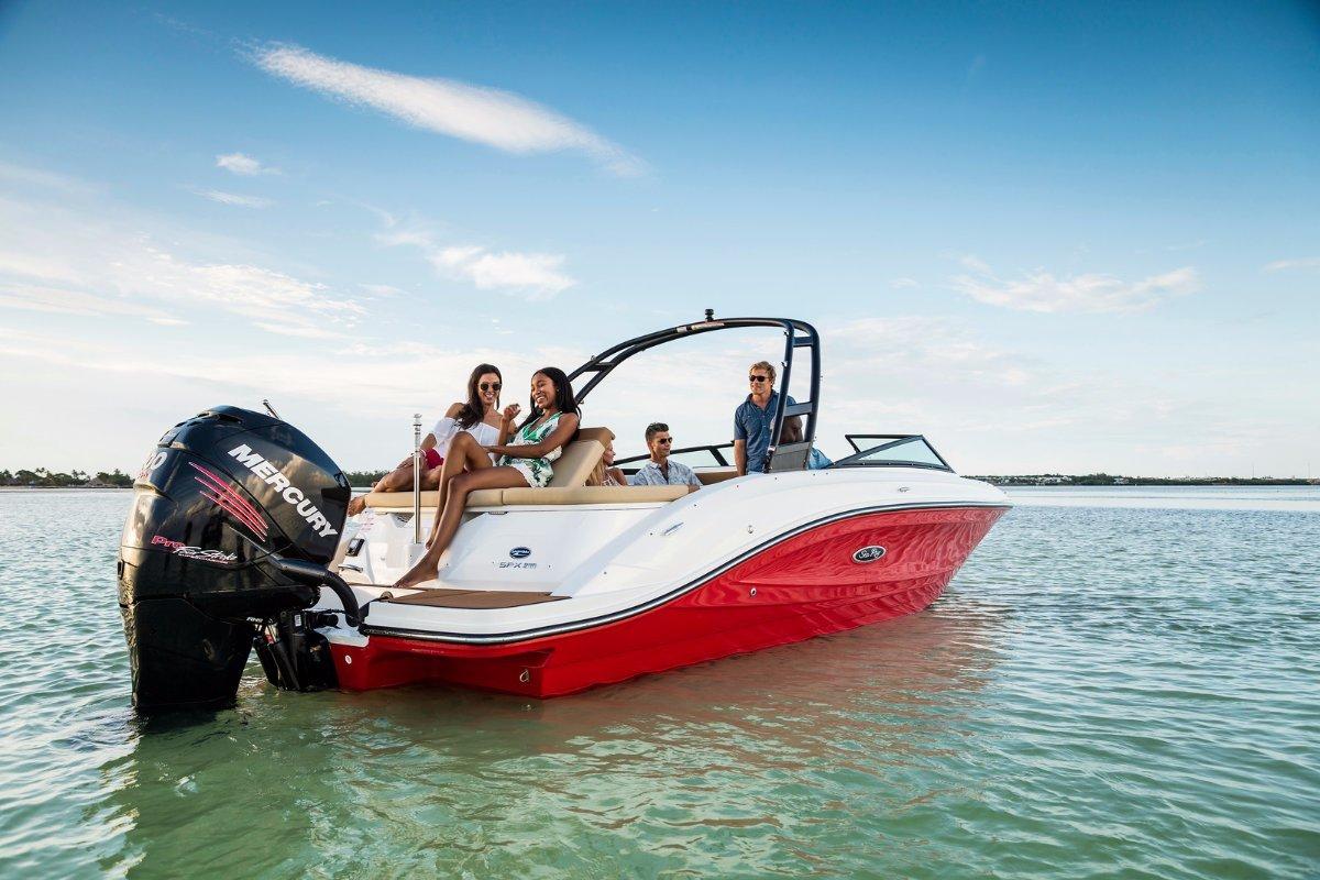 Sea Ray 230 SPX Bowrider