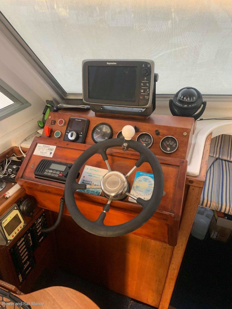 Thomascraft 28 Flybridge Cruiser **RARE Shaft & Diesel config**