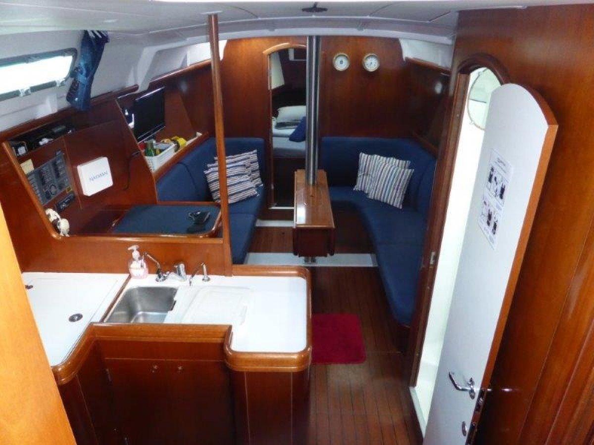 Beneteau Oceanis Clipper 373 37' Three cabin. Walk through transom