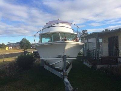 Huntsman 23 Flybridge Cruiser