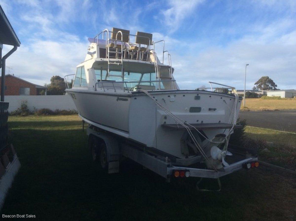 Huntsman 23 Flybridge Cruiser